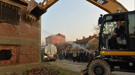 Bursa Gürsu'daki fabrikanın yıkılışı