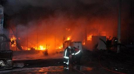 Samsun'daki bu iş yeri cayır cayır yandı!