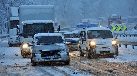 Dikkat! Kar yağışı ulaşımı aksatıyor!