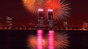 İzmir yeni yılı ışık gösterileri ile karşıladı!