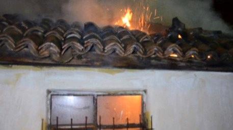 tek katlı ahşap evde yangın