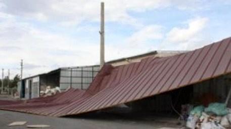 Rüzgardan uçan çatı
