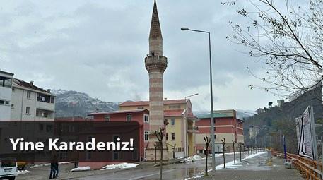 Kaldırımdaki minare
