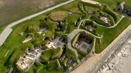 Taş Devri'nden kalma bu köy görenleri büyülüyor!