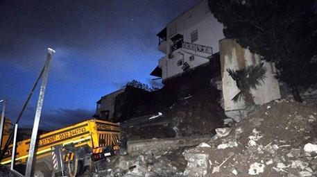 Bodrum'da istinat duvarı çöktü