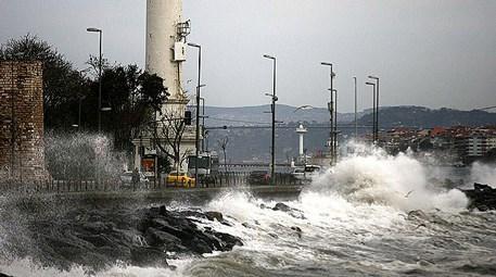 Fırtına Marmara'yı vurdu, seferler iptal!