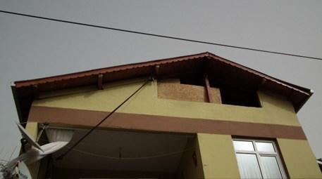Çatıların uçmaması için ilginç yöntem!