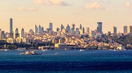 istanbulda deniz kenarındaki binalar