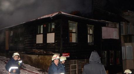 Beylerbeyi'nde tarihi bina yangını