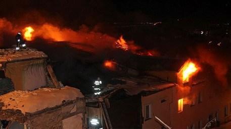 öğrenci yurdunun çatı katında çıkan yangın