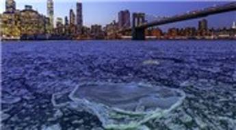 New York'taki East River buz tuttu