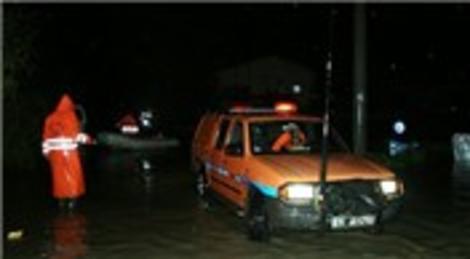 Ilıca ve Alaçatı'da evler sular altında kaldı