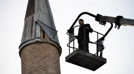 vinç üzerinde cami tamiri