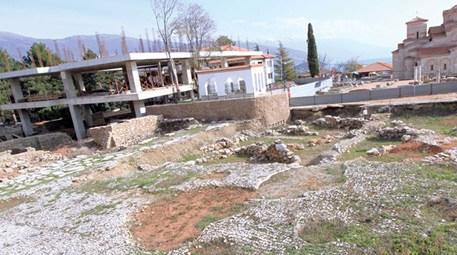 Tarihi cami üzerine papaz okulu açılıyor