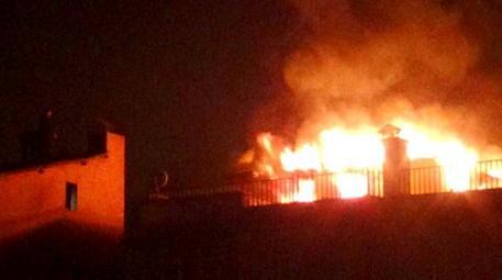 Hakkari'de 7 katlı binada yangın!