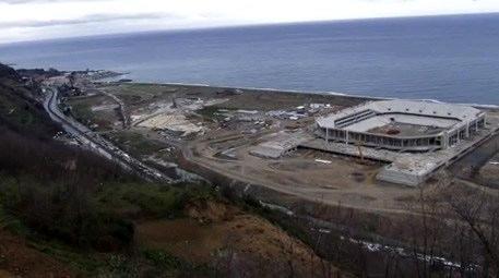 Akyazı stadı tamamlanmadan trafiğe açıldı!