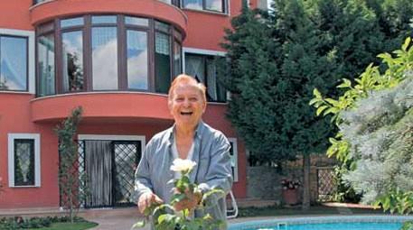 Seyfi Dursunoğlu'ndan yardımcısına ev, arsa ve jip!