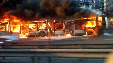 Şirinevler'de meydana gelen araç yangını