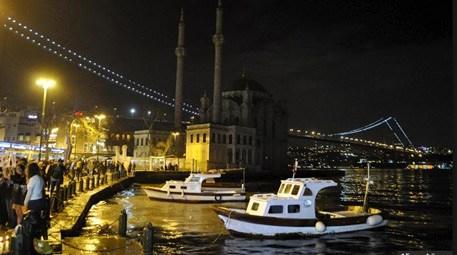Beylerbeyi ve Ortaköy Camisi de karanlığa büründü