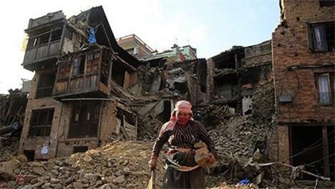 Nepal'deki büyük depremde 650 bin kişi evsiz kaldı