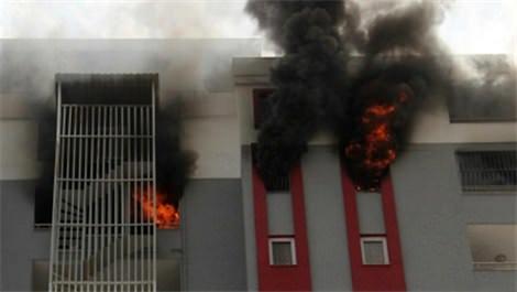 Adana'da 16 katlı apartmanda yangın paniği!