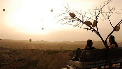 Göreme'ye gelen turistler havada yeni güne başlıyor
