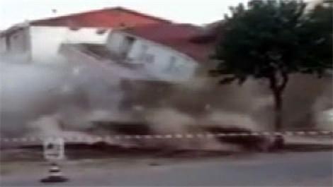 Eskişehir'de 3 katlı bina yerle bir oldu!