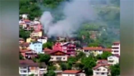 İstanbul'da iki katlı bina cayır cayır yandı!