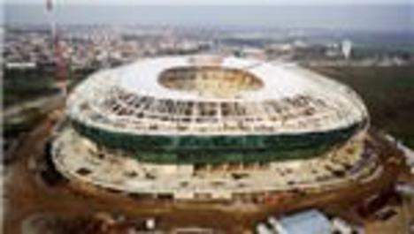 Timsah Arena Stadı'nın zemini çimlendiriliyor