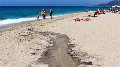 Alanya'daki Kleopatra Plajı kurtçuk kaynıyor