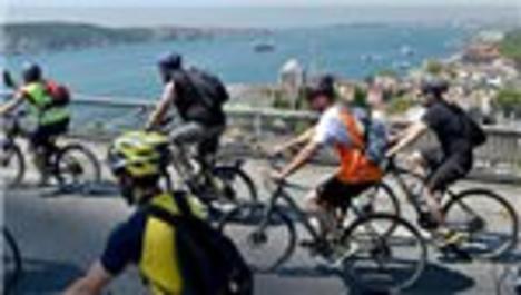 Boğaziçi Köprüsü'nü pedal çevirerek geçtiler