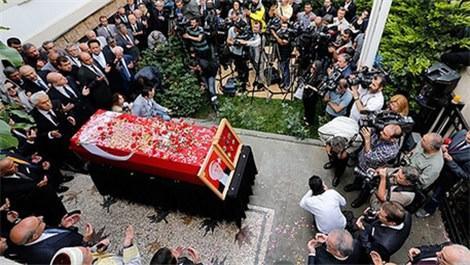 Süleyman Demirel için ilk tören evinin önünde düzenlendi!