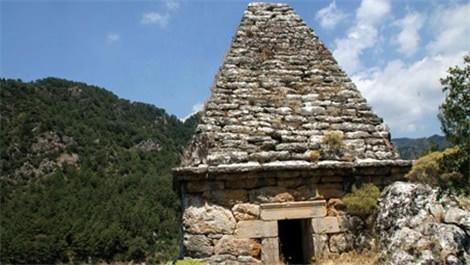 piramit mezar