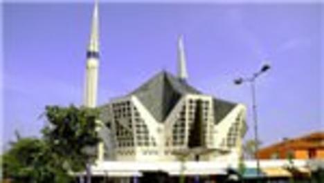 Yeşil kentin tarihi camilerine ziyaretçi akını!