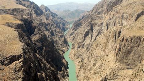 Karanlık Kanyon'da Sırat on Fırat asma köprüsü yapılacak