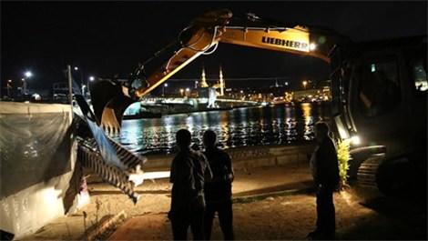 Zabıta Karaköy'deki kaçak iş yerlerini yıktı!
