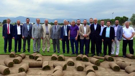 Bursa Timsah Arena'da çimler seriliyor!