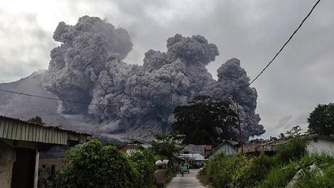 Sinaburg Yanardağı'nda patlama meydana geldi!