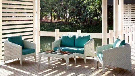 Bahçe ve balkonlar yeni mobilyalar ile renkleniyor