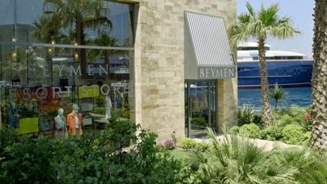 denize sıfır Beymen Resort Bodrum mağazasının vitrini