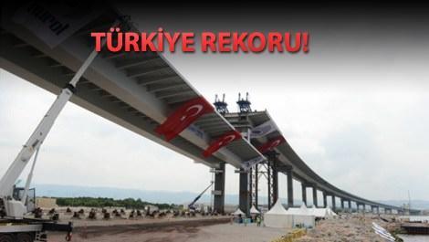 İzmit Körfez Köprüsü'nün en ağır parçası kaldırılıyor