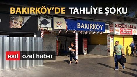 bakırköy tren istasyonun önündeki insanlar