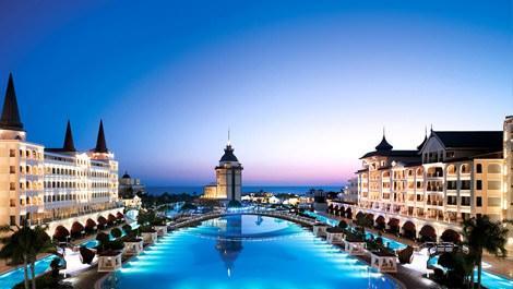 Deniz ve havuz manzaralı otel