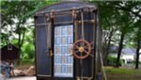 Film setlerinden topladıklarıyla karavan ev yaptılar!