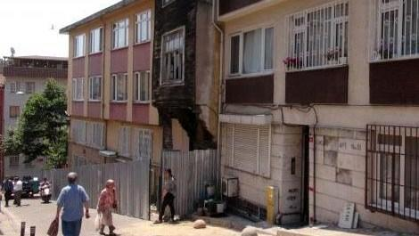 Üsküdar'da metro çalışması sonrası hasar gören evler