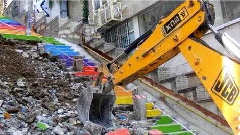 beyoğlu renkli merdivenler yıkılıyor