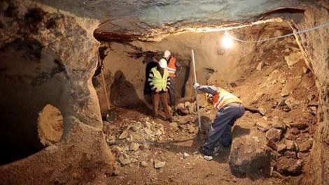 Nevşehirdeki yeraltı şehrinde çalışan işçiler