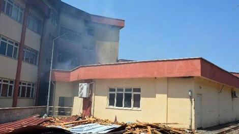 Onsekiz Mart Üniversitesi'nin çatısı yanarken