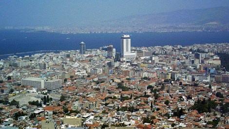 İzmir Konak'ta denize nazır binalar