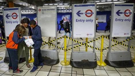 Londra'da metro çalışanların başlattığı grev